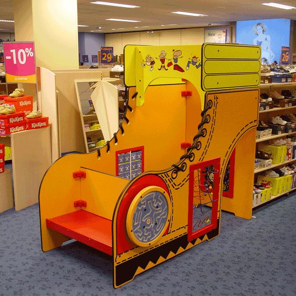 Tienda de zapatos brantano zona de juegos a medida y personalizados para ni os parque de bolas - Mobiliario zapateria infantil ...