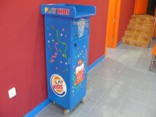 http://www.parquedebolas.com/images/productos/peq/Papelera%20azul%201.jpg