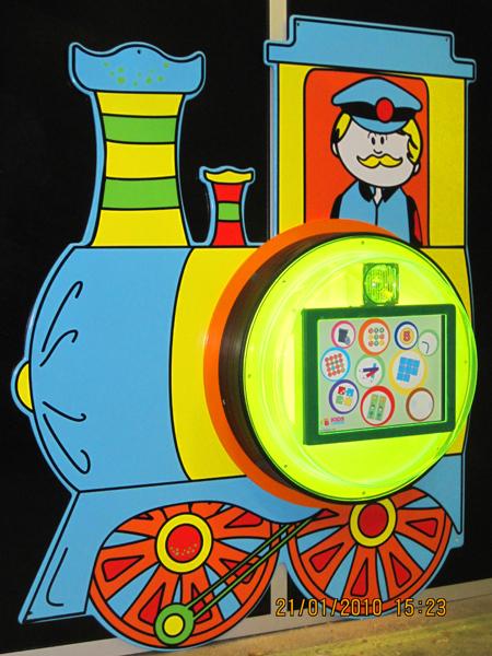 http://www.parquedebolas.com/images/productos/peq/locomotora%20tn.jpg